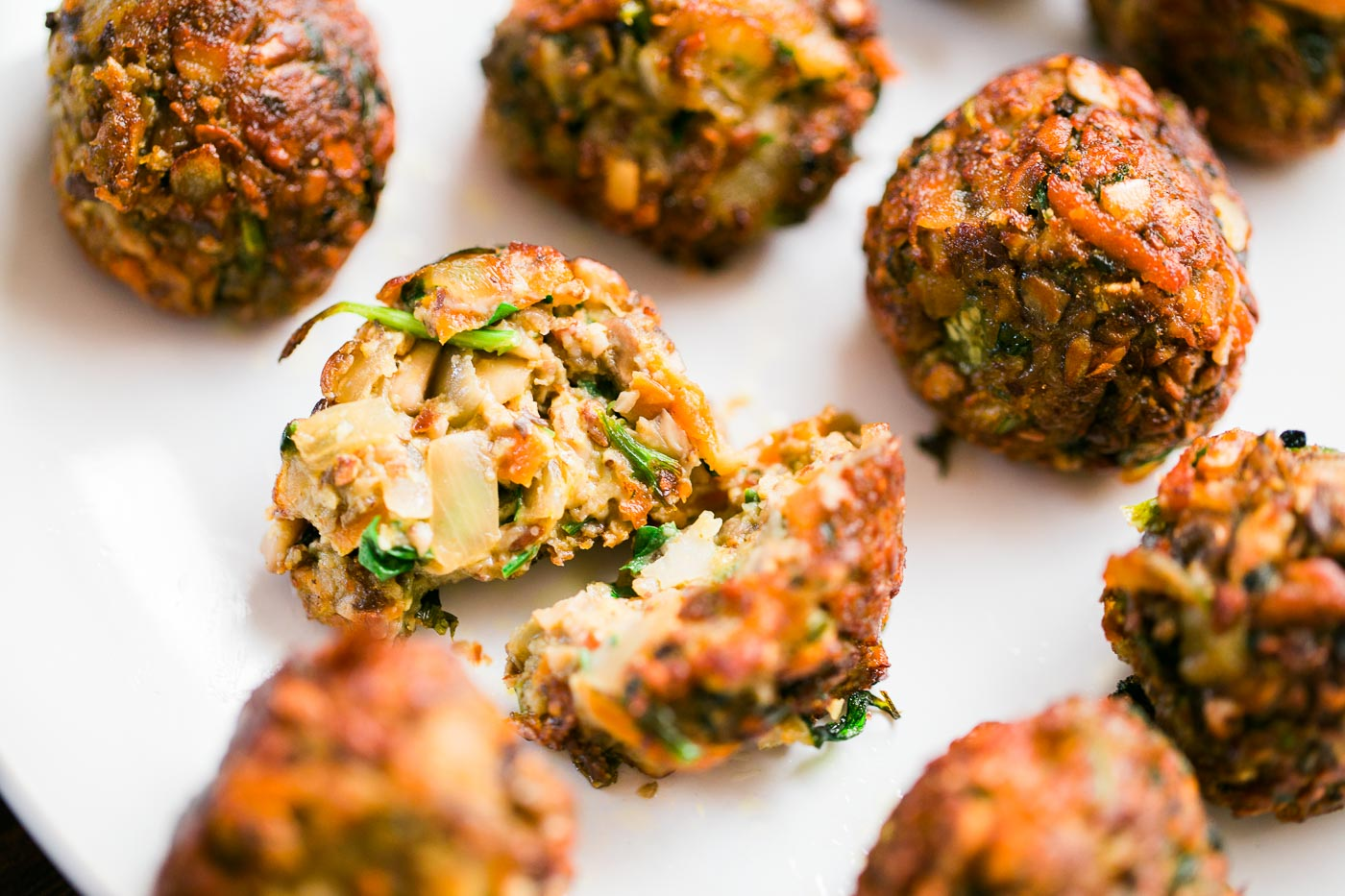 How to make vegan meatballs - delish and meat-free! Click for easy recipe.