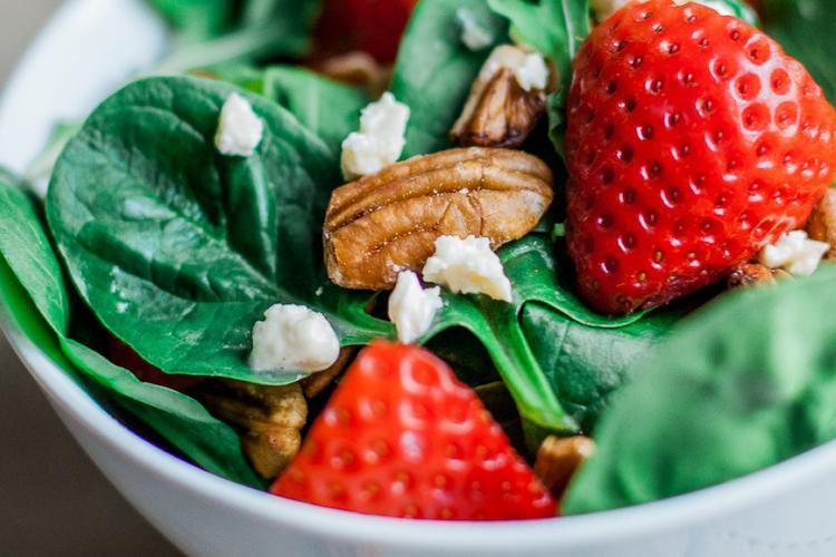 Strawberry Walnut Rocket Spinach Salad
